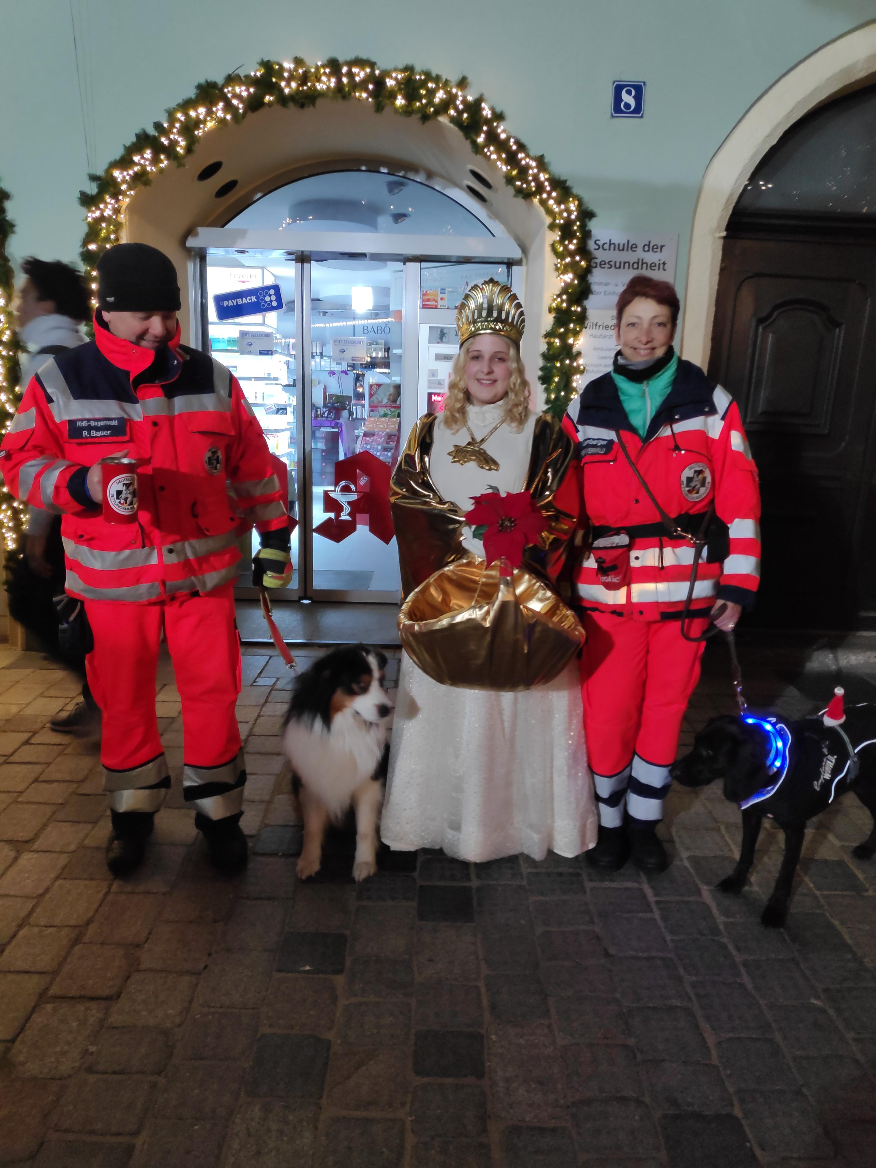 Unsere Hundeführer bekamen sogar Besuch vom Christkind!